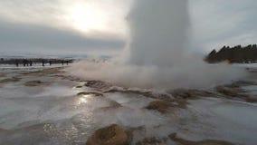 Fps de la cámara lenta 60 de la acción del géiser de Strokkur Islandia