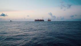 FPSO在石油平台船具附近的罐车船 股票视频
