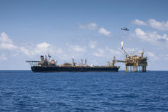 FPSO attach to oil platform in open sea Royalty Free Stock Photos