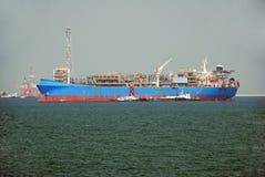 FPSO, imbarcazione di galleggiamento di produzione Fotografia Stock