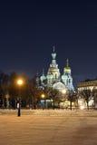 Frälsare för nattvinterkyrka på blod i St Petersburg Arkivbilder