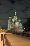 Frälsare för nattvinterkyrka på blod i St Petersburg Royaltyfria Foton