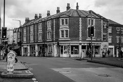 Frälsningsarménvälgörenheten shoppar på Cheltenham Rd Arkivfoton