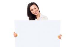 Främja din affär här arkivbild