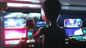 Främling i utrymmeskepp hand som ut når med jordplaneten Futuristiskt begrepp för ufo Filmisk animering 4k royaltyfri illustrationer