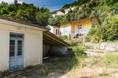 Främre byggnader Poros Cephelonia Grekland för hamn Arkivbilder