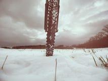 Främre cykeldetalj på en vinterslinga, bana som täckas av snö Sportive bakgrunder Fotografering för Bildbyråer