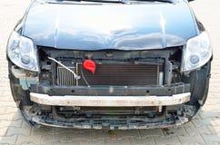 Främre del av bilen som är klar för skadestånd Royaltyfri Fotografi