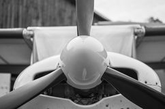 Främre del av litet ljust flygplan Arkivbilder