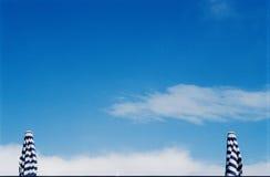 främre ett slags solskyddsky Arkivfoto