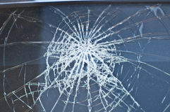 Främre fönster den kraschade bilen Arkivbild