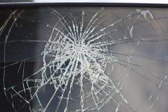 Främre fönster den kraschade bilen Royaltyfria Bilder