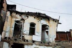 Främre fasad av en övergiven byggnad Royaltyfri Bild