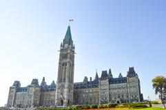 Främre fasad av parlamentbyggnader Royaltyfria Foton