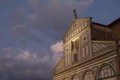 Främre fragment av basilikaSan Miniato al Monte Florence italy Royaltyfri Bild