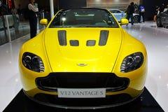 Främre framsida av Aston Martin v12 fördelar Arkivbild