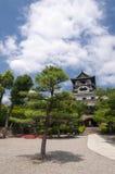 Främre gård av den Inuyama slotten Arkivbilder