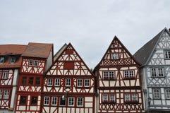 Främre gavlar av korsvirkes- hus i Tyskland royaltyfri fotografi