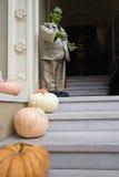 främre halloween för garnering hus Arkivfoton