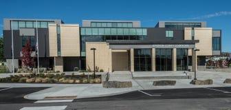 Främre ingång av Jefferson County Courthouse i Madras, Oregon Fotografering för Bildbyråer