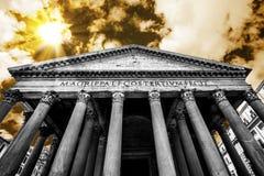 FRÄMRE INGÅNG AV PANTEON BERÖMD DESTINATION AV ROME royaltyfri foto