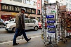 Främre räkning för Le Monde av den franska tidningen Arkivfoto