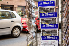 Främre räkning för Le Monde av den franska tidningen Royaltyfri Foto