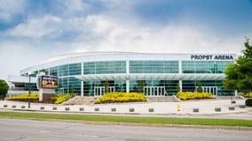 Främre sida av den Propst arenan i i stadens centrum Huntsville, AL Arkivfoton