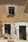 Främre sida av ett gammalt hus i Spanien Royaltyfri Fotografi