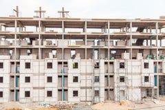 Främre sikt av byggnadskonstruktion Arkivfoto