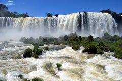 Främre sikt av de Iguazu vattenfallen, Brasilien Royaltyfria Bilder
