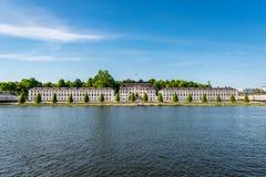 Främre sikt av den berömda militärhögskolan Karlberg Royaltyfria Bilder