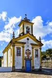 Främre sikt av den forntida katolska kyrkan av det 18th århundradet Arkivbilder