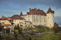Främre sikt av den Gruyeres slotten Royaltyfria Bilder