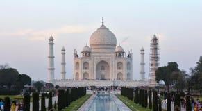 Främre sikt av den historiska Taj Mahal Agra, Uttar Pradesh Indien Royaltyfri Foto