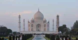 Främre sikt av den historiska Taj Mahal Agra, Uttar Pradesh Indien Arkivbild
