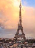 Främre sikt av Eiffeltorn Arkivfoton