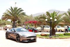 Främre sikt av en Aston Martin Vanquish i Lima Arkivbilder