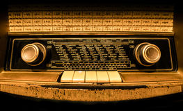 Främre sikt av en gammal tysk radio Arkivbilder