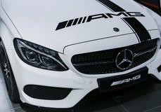 Främre sikt av en Mercedes Benz C 43 AMG 2018 Billyktasystem Bilyttersidadetaljer Arkivfoton