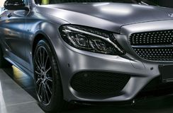 Främre sikt av en Mercedes Benz C 43 AMG 4Matic V8 Bi-turboladdare 2018 Bilyttersidadetaljer Royaltyfri Fotografi