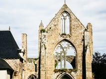 främre sikt av fasaden av förstörda Abbaye de Beauport Fotografering för Bildbyråer