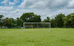 Främre sikt av fotbollmål Royaltyfri Bild