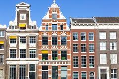 Främre sikt av historiska slottar i Amsterdam arkivfoto
