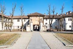 främre sikt av ingången till Certosa di Pavia arkivbild