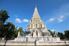 Främre sikt av pagoden Arkivfoto