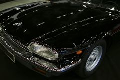 Främre sikt av tourerJaguar XJ-S för lyxig bil en storslagen kupé Royaltyfri Bild