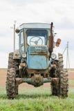 Främre sikt av traktoren T-40 Arkivbild