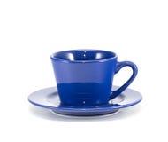Främre sikt för blå kopp kaffe Arkivbilder