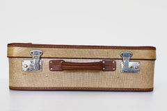 Främre sikt för gammal resväska Arkivbild